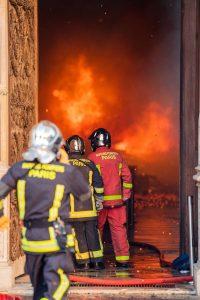 En cinq heures, les opérateurs de la BSPP ont sauvé un joyau du patrimoine religieux français et international. (Ⓒ Photo. BSPP COM/B.Moser)